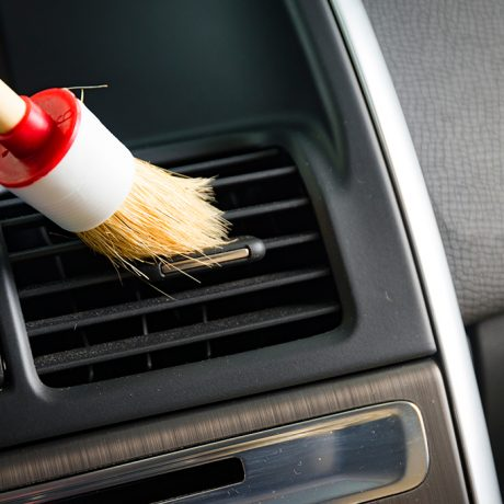 brush-cleaning-car-PQ7Y5LQ
